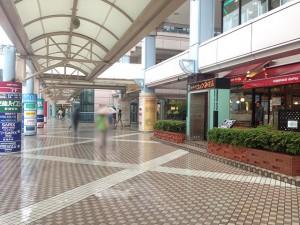 005コメダ珈琲新浦安店の前を通り過ぎます