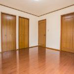 主寝室にはなんとウォークインクローゼットと納戸が付いています。豊富な収納スペースをご利用いただけます。