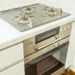 キッチンコンロは多機能付き。コンベックも付いています。