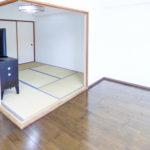 和室はリビングと隣接しているので、便利にご利用いただけます。(居間)