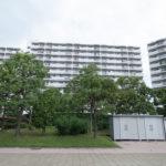 サンコーポ浦安は総戸数1101戸の大規模マンション。敷地内や建物はきれいに管理されています。(外観)