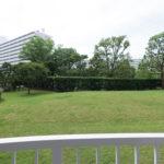 バルコニーからの眺望。南東向き中庭を臨む眺望です。