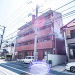 浦安駅からまっすぐ歩いて12分のマンションです。(外観)