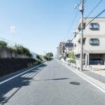 前面道路は幅員8.1m。