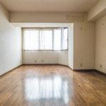 余裕ある広さの洋室11帖。主寝室にいかがでしょうか。(寝室)