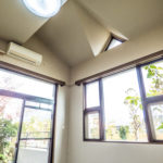 天井が高く開放的なフリースペース。(内装)