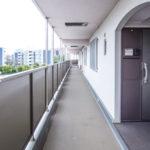 共用廊下はベビーカーなどを使用しても余裕ある幅があります。