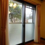 洋室8帖の窓は二重サッシになっています。(内装)