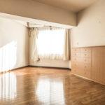 洋室9帖は主寝室にいかがでしょうか。豊富な収納付き。洗面室へ直接行ける間取りになっています。(寝室)