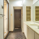 余裕ある広さがある洗面室。