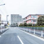 高洲北小学校(右側)、高洲保育園(左側手前)、渋谷教育学円浦安幼稚園(左側奥)が徒歩2分圏内にありま