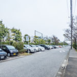 敷地内平面駐車場。
