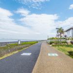 三番瀬(東京湾)に面した遊歩道まで徒歩2分。お散歩やジョギングなどをお楽しみいただけます。