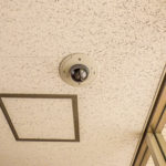 エントランスには防犯カメラが付いています。