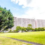 日本らしい四季を感じることができる緑豊かなマンションです。