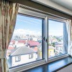 洋室5.4帖の窓には防音などに優れたインナーサッシが施工されています。(寝室)