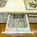 毎日の家事をサポートしてくれる食洗機などの設備が充実しています。(キッチン)