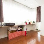 床暖房が付いているファミリーステーション。家事スペース、お子様の勉強机などにいかがでしょうか。(居間)