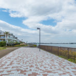 海沿いの遊歩道隣接。お散歩やジョギングにオススメです。