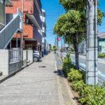 新浜通り沿いのアパート。