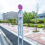 おさんぽバスバス停まで徒歩1分。浦安市役所などに100円で行くことができます。