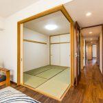 リビングに隣接した和室。客間やキッズリビングとしてのご利用はいかがでしょうか。(寝室)