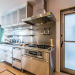 ビルトイン食洗機、浄水器、システムコンロなど設備が充実したキッチン。(キッチン)