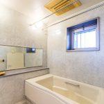 浴室は広々1620サイズ。窓がある浴室です。(風呂)
