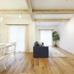 築38年の2階建テラスハウスをスケルトンにしてデザイナーズリノベーションを施工しました。(居間)