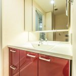 使い勝手の良い三面鏡洗面化粧台。