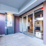 プラウド新浦安にはエントランスホール前とエレベーターホール前の2ヶ所にオートロックがあります。