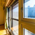 窓には防音、断熱に優れたインナーサッシが施工されており、二重サッシになっています。(居間)
