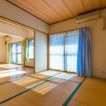 LDKに隣接した和室1。LDKと和室を合わせて29.6帖の大空間としてもご利用いただけます。(寝室)
