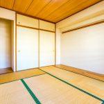 和室2にはたっぷり収納できる押入れが付いています。(寝室)