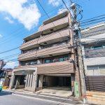 浦安駅、南行徳駅の2駅を利用できる立地です。新浦安駅行きバス停まで徒歩2分。JR京葉線もご利用いただ(外観)