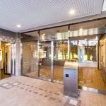 夢海の街1号棟のエントランスにはオートロックが付いています。管理事務所が1階にあります。