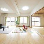 南側和室とリビングを合わせて、広い空間としてもご利用いただけます。(居間)