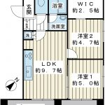 2013年10月に室内はリノベーションが施工されいて、壁、床、水周りが交換されています。(間取)