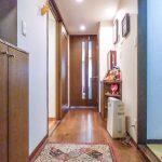 玄関にはたっぷり収納できる玄関収納があります。(玄関)