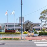 東野児童センターがある総合福祉センターまで徒歩4分。雨の日でもお子様を遊ばせることができます。(周辺)