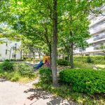 入船西エステートの敷地内には公園があります。緑豊かな住環境です。(周辺)
