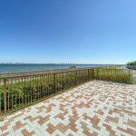海沿いまで徒歩2分。お散歩コースやジョギングコースにいかがでしょうか。(周辺)