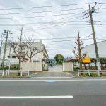 見明川小学校まで徒歩3分。(周辺)