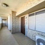 プラウド新浦安パームコートは2ヶ所のオートロック、玄関扉の3重セキュリティが採用されたマンション。(玄関)