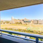 北西側バルコニーからの眺望。明海大学の広場が見えます。