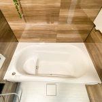 半身浴ができるベンチがある浴槽。(風呂)