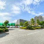 ベイシティ新浦安の駐車場は平面駐車場です。(周辺)
