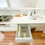 キッチンには毎日の家事をサポートしてくれる設備があります。(キッチン)
