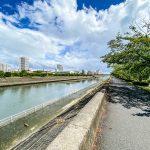 浦安市の境川沿いまで徒歩1分。お散歩やジョギング、ハゼ釣りなどしてはいかがでしょうか。(周辺)
