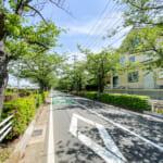 見明川沿いの桜並木まで徒歩1分。お散歩コースにいかがでしょうか。(周辺)